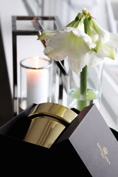 Homevialaura | Christmas decor | Skultuna Flower Pot in brass from http://www.zarro.fi/store