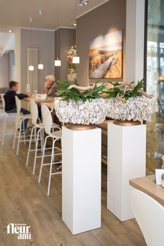 The noble, exclusive planter OYSTER by fleur ami attracts all attention and is covered with real oysters ▪ Für neugierige Blicke sorgt das edle, exklusive Pflanzgefäß OYSTER mit echten Austern von fleur ami.
