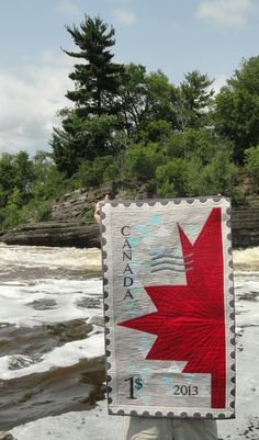 Rather than a quilt painted on wood? Happy Birthday Canada, Happy Canada Day, Flag Quilt, Quilt Blocks, Quilting Tips, Quilting Projects, Canadian Quilts, Quilts Canada, Canada Party