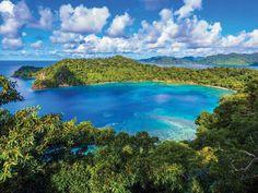 """Mana es una de las islas pertenecientes al archipielago de Mamanuca en Fiyi, donde se lleva a cabo el mito de la """"Caja de Bendiciones"""".   #Fiji #Amura #Travel #Fiyi"""