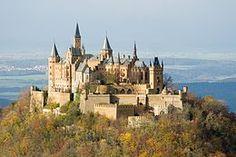 Burg Hohenzollern, gelegen tussen de gemeenten Hechingen en Bisingen (Duitsland), was het kasteel van het vorstengeslacht Hohenzollern. in het jaar 1267 voor het eerst schriftelijk vermelde, maar waarschijnlijk al in de 11e eeuw gebouwde kasteel werd in het jaar 1423 na een bijna jaarlange belegering door de Swabische vrijsteden veroverd en verwoest. Van dit kasteel bestaan slechts nog schriftelijke bronnen.