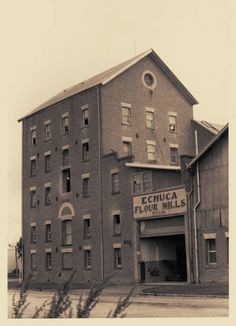 Old Flour Mill Echuca - Wow, the facade hasnt changed much over all the years!