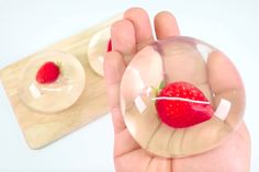 A new food trend from Japan is a strange yet cool dessert: the Raindrop Cake! In a pan make the jelly with water and sugar. Cranberry Walnut Salad, New Food Trends, Vegetable Snacks, Plastic Cups, Yummy Cakes, Fun Desserts, Finger Foods, Food Videos, Jelly