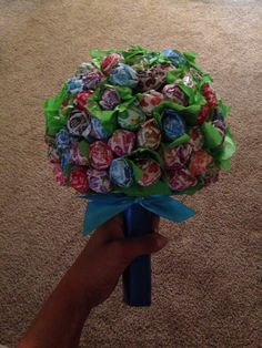 Lollipop Bouquet. Great idea for boys, rather than fresh flowers =)