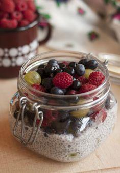 Chia puding bogyós gyümölcsökkel CH: ~ 20 g/adag Chia Puding, Insulin Resistance Diet, Healthy Sweets, Raspberry, Food Porn, Paleo, Pudding, Fruit, Cooking