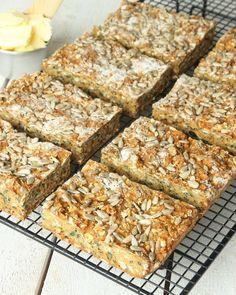Energibröd som inte behöver jäsa – Lindas Bakskola Banana Bread, Snacks, Baking, Desserts, Recipes, Drinks, Tailgate Desserts, Drinking, Appetizers