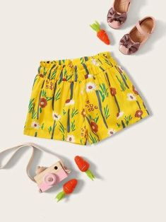To find out about the Toddler Girls Floral Print Frill Trim Shorts at SHEIN, part of our latest Toddler Girl Shorts ready to shop online today! Toddler Girl Shorts, Toddler Girl Style, Toddler Girls, Polka Dot Shorts, Belted Shorts, Type Of Pants, Yellow Pattern, Floral Pants, Short Girls