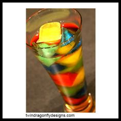 Rainbow party beverage (Kool-aid® ice cubes in a glass of ginger ale or lemon-lime soda. Makes a great punch too. Rainbow Parties, Rainbow Birthday Party, 31st Birthday, Party Drinks, Fun Drinks, Refreshing Drinks, Rainbow Food, Rainbow Punch, Rainbow Drinks
