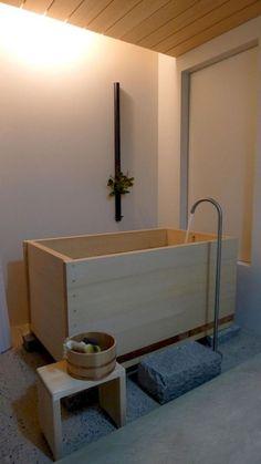 ofuro: japanese ofuro bathtub in hinoki wood handmade in Japan by bartokdesign Co. Enjoy soaking in this aromatic hot tub spa as if you were in a japanese onsen! Japanese Bathtub, Japanese Bathroom, Wooden Bathtub, Minimalist Bathroom, Bathroom Decor, Bathtub Remodel, Beautiful Bathrooms, Rustic Bathroom Vanities, Bathroom Interior Design