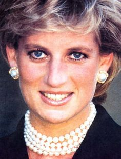September 25, 1995: Princess Diana at the Cezanne exhibition French President Jacques Chirac and his wife Bernadette escort Diana to the Grand Palais to open a new exhibition of paintings by impressionist master, Paul Cezanne. Paris, France