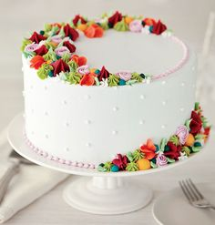 How to decorate a beautiful cake cake decorating recipes anniversaire chocolat de paques cakes ideas Beautiful Birthday Cakes, Beautiful Cakes, Amazing Cakes, Bolo Floral, Floral Cake, Easy Cake Decorating, Cake Decorating Techniques, Cake Decorating Frosting, Cake Decorating Designs