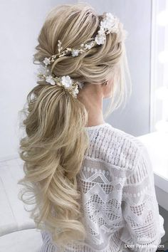 Perfect Prom Hair Accessories That Can Add More Charm Than Any Wearing! Looking for Perfect Prom Hair Accessories? Here some amazing ideas on Perfect Prom Hair Accessories That Can Add More Charm Than Any Wearing! Chic Hairstyles, Wedding Hairstyles For Long Hair, Bride Hairstyles, Elegant Hairstyles, Hairstyle Ideas, Hairstyle Wedding, Ponytail Hairstyles For Prom, Low Pony Hairstyles, Amazing Hairstyles