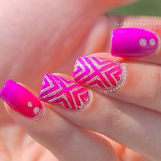 A wonderful looking gradient nail art design.mix up lavender and pink nail polish to create a gradient. Add silver glitter nail polish on top for more effect.