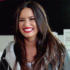 Awww her smile The cutest ever ddlovato DemiLovato demi ddlovato sexy beautiful gorgeous smile cute laugh demilaugh lovatic lovaticsforever tellmeyoulovemetour WeLoveYouDemi Demi Lovato Albums, Demi Lovato Gif, Demi Love, Demi Lovato Pictures, Female Singers, Her Smile, Celebrity Crush, Girl Crushes, Role Models