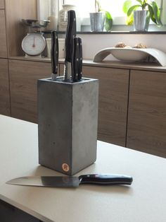 Knife Block Concrete black line Messerblock Beton Black Line Cement Art, Concrete Cement, Concrete Furniture, Concrete Crafts, Concrete Projects, Concrete Design, Concrete Planters, Concrete Blocks, Diy Projects