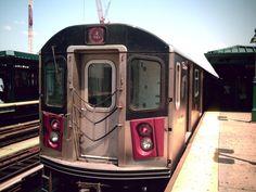 The 4 train The Definitive Ranking Of New York City Subway Trains New York Subway, Nyc Subway, Nyc Skyline Tattoo, Train Tattoo, Go Transit, Underground Tube, S Bahn, City Maps, New York City