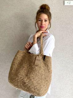 Bag Crochet, Crochet Handbags, Unique Crochet, Crochet Round, Jute Tote Bags, Diy Jute Bags, Jute Shopping Bags, Bag Women, Boho Bags