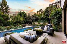 Kylie Jenner Mansion, Kylie Jenner Casa, Kardashian Home, Kardashian Jenner, Beverly Hills Mansion, Beverly Hills Celebrity Homes, House On A Hill, Kim House, Indoor Outdoor Living