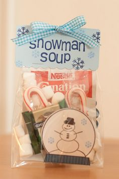 Snowman Soup :) This is 1 of my favorites to make for teachers. I like to go to the Dollar Store for a Holiday mug and put the Snowman Soup inside the mug. Noel Christmas, Christmas Goodies, Winter Christmas, All Things Christmas, Homemade Christmas, Christmas Ideas, Preschool Christmas, Christmas Goody Bags, Student Christmas Gifts