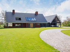 Modern Barn House, Roof Window, Beautiful Buildings, Building Design, Bungalow, Facade, Villa, Home And Garden, Exterior