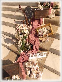 Vintage-rustic στολισμός γάμου Vintage Decor, Lanterns, Wedding Decorations, Romantic, Rustic, Weddings, Flowers, Art, Driveways