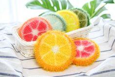 안녕하세요 ~ 날씨가 더워지면서 과일을 많이 찾게 되면서 과일 수세미를 만들어보게 됐어요~ 색상을 바꾸면 오렌지 레몬 자몽 라임으로 표현이 가능해서 더욱 재미있고 초보분들을 위해서 쉽게 뜰 수 있는 방법으로 준비를 해보았습니다 ^^ 재밌게 따라해주시고 함께 완성해 보아요~ #코바늘 #수세미뜨기 #crochet #crochetideas #crochetfruit #오렌지수세미뜨기 #레몬수세미 #자몽수세미 #라임수세미 Crochet Classes, Crochet Projects, Crochet Fruit, Baby Socks, Crochet For Beginners, Knitting Socks, Grapefruit, Knitting Patterns, Bubbles