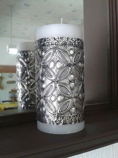 Proyecto: vela con repujado en aluminio - Project: candle with repoussé aluminum Tin Can Art, Tin Art, Aluminum Foil Crafts, Metal Crafts, Pewter Art, Pewter Metal, Metal Embossing, Metal Stamping, Feuille Aluminium Art