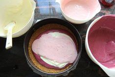 Ostekake med gele og bærkrem - Krem.no Ice Cream, Baking, Desserts, Food, No Churn Ice Cream, Tailgate Desserts, Deserts, Icecream Craft, Bakken