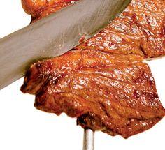 Carne mais macia! Especialistas ensinam 22 segredos para você arrasar no preparo de peixes, frangos, carnes bovinas e suínas Carne Asada, Brazilian Beef Recipe, Barbacoa, Brazillian Food, Brazilian Dishes, Beef Recipes, Cooking Recipes, Gourmet Salt, Meat Rolls
