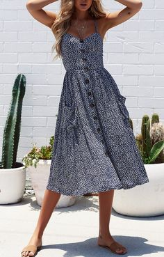 Spring & Summer Outfits Einfarbiges Kleid mit Knopfleiste vorne Things to Consider when Buying Prom Mode Outfits, Fashion Outfits, Teen Outfits, Dress Fashion, Casual Outfits, Looks Party, Suspender Dress, Fashion Mode, Teen Fashion
