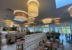 Finden Sie noch heute die passenden Leuchten für Ihr Gewerbe in unserem Online-Shop. Hotels, Ceiling Lights, Lighting, Home Decor, Fine Dining, Modern Light Fixtures, Decoration Home, Light Fixtures, Room Decor