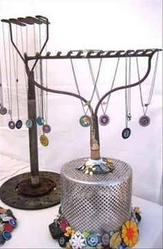 Repurposed rake into jewelry holder Craft Fair Displays, Store Displays, Craft Booths, Retail Displays, Merchandising Displays, Window Displays, Jewellery Storage, Jewelry Organization, Jewellery Displays