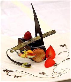 Visions Gourmandes - Apprenons l'art de dresser de belles assiettes à nos invités, dignes des grands chefs étoilés de la gastronomie française. On aimerait tous épater nos convives en leur présentant de superbes assiettes artistiquement décorées. On a tous envie que nos invités se régalent d'abord à regarder nos assiettes avant de les déguster. C'est ce que propose de faire ce blog ! Alors dégustez cette page et bon appétit !...