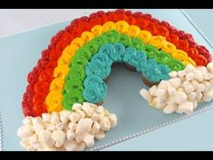 Awesome RAINBOW Pull-Apart CUPCAKE Cake!  24 mini cupcakes make up this great rainbow cupcake cake, with marshmallow clouds - Change the size by using more or less cupcakes for this awesome, super easy Rainbow Cake!    No fancy tools or equipment required - Skill level = EASY    I have been wanting to make a Rainbow pull apart for a while and a comm...