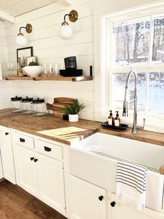 Fantastic living kitchen room are readily available on our internet site. Read more and you wont be sorry you did. Modern Farmhouse Kitchens, Farmhouse Kitchen Decor, Kitchen Redo, Home Decor Kitchen, Kitchen Interior, New Kitchen, Home Kitchens, Kitchen Design, Kitchen Ideas