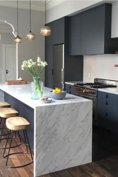 Love the idea of harsh, dark cabinetry paired with a beautiful white marble benchtop. : Love the idea of harsh, dark cabinetry paired with a beautiful white marble benchtop. Farmhouse Style Kitchen, Home Decor Kitchen, New Kitchen, Kitchen Interior, Home Kitchens, Kitchen Dining, Kitchen Island, Kitchen Ideas, Loft Kitchen