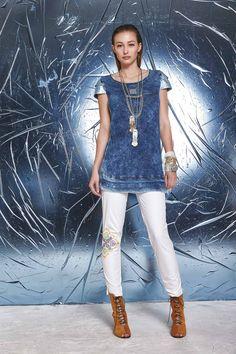 DANIELA DALLAVALLE - Lookbook Blu #woman #PE17 #danieladallavalle #elisacavaletti #shoes #trousers #top #necklace #bracelet