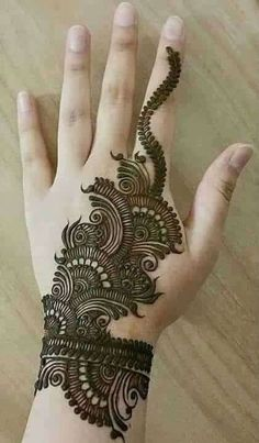 Mehndi Design Girls which is for especially for the younger girls and for this Festive Season and for also the wedding season. These are the best Mehndi Design Girls. Mehndi is an important part of our Culture. Henna Hand Designs, Simple Arabic Mehndi Designs, Mehndi Designs 2018, Mehndi Designs For Girls, Beautiful Henna Designs, Tattoo Designs, Mehandi Designs, Heena Design, Arabic Design