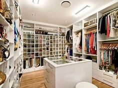 White closet keep the room look wider