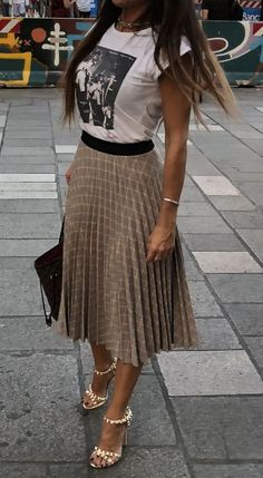 40 Inspiring Casual Work Outfit For Summer 45 Charming Fall Outfits You Should Definitely Buy 02 Skirt outfits 2019 Wor… - Summer Outfits Stylish Summer Outfits, Casual Work Outfits, Mode Outfits, Spring Outfits, Fashion Outfits, Womens Fashion, Office Outfits, Summer Skirt Outfits, Fashion Skirts