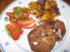 Mittags wurde es bei Nicole gleich wieder super lecker mit Tomaten aus eigenem Garten, Sojapflanzerl mit gebratenen Süßkartoffeln und Tomatensalat. Gemüse aus eigenem Anbau zu verschmausen ist einfach das beste!