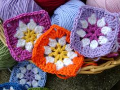 Daisy Square tutorial...great way to use up yarn.