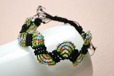 the final look of the adjustable macramé beaded bracelets