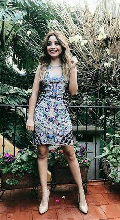Karol Sevilla tirando fotos para a marca de roupas nantolim - Disney Channel, Dove Cameron, The Most Beautiful Girl, Mode Outfits, Girl Crushes, Casual Chic, Portrait, Youtubers, Photos