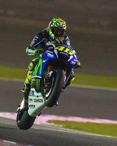 Valentino Rossi ⏺️さんはInstagramを利用しています:「#Happy #Wheeliewednesday ✊ ✊ ✊ #ValentinoRossi #legend #MotoGP 」