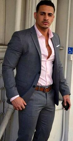 The Origin Of Some Men's Fashion Classics - Men's Fashion and Lifestyle Magazine - ZeusFactor Well Dressed Men, Sharp Dressed Man, Gentleman Style, Hot Suit, Casual Suit, Men Casual, Casual Pants, Business Casual, Business Attire