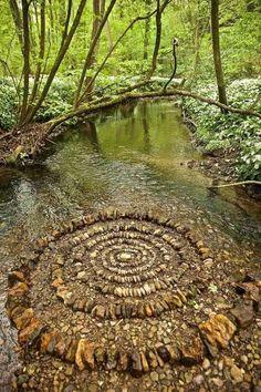 Land Art, Art Et Nature, Jardin Decor, Environmental Art, Outdoor Art, Outdoor Decor, Stone Art, Belle Photo, Rock Art
