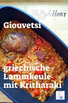 Bei Giouvetsi oder Giuwetsi (griech. γιουβέτσι) wird Fleisch, Gemüse oder Meeresfrüchte gemeinsam mit Nudeln in der Sauce im Ofen gegart. Eigentlich sehr stressfrei, da alles inkl. Beilagen in einem Rutsch im Ofen gemacht wird. Ich habe eine ausgelöste Lammkeule verwendet. Bleibt der Knochen mit drin, verlängert sich die Garzeit. Beef, Recipes, Food, Noodles, Italian Cuisine, Greek, Side Dishes, Meat, Eten