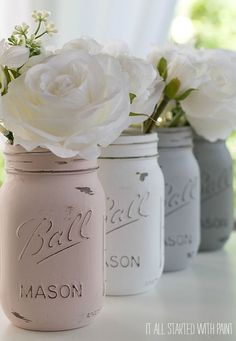 Use mason jars as decor: Mason jars are useful for holding flowers, candies, food, and more. Feature these DIY distressed mason jars for a nice touch of color. Click through to find more spring party ideas for kids and adults. Distressed Mason Jars, Painted Mason Jars, Vintage Mason Jars, Mason Jar Painting, Deco Champetre, Deco Originale, Distressed Painting, Mason Jar Crafts, My New Room