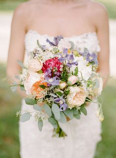 Loving all the color in this peony, garden roses and seeded eucalyptus bouquet! {@rebeccayale}